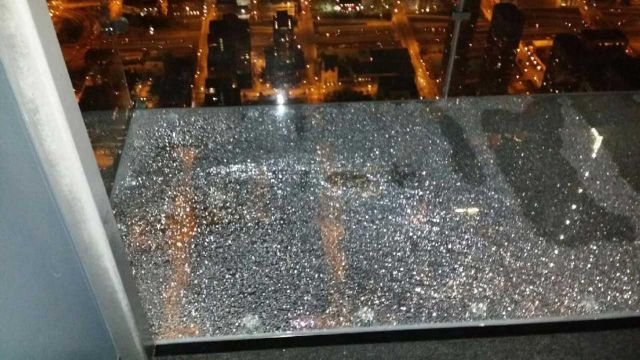 a_glass_viewing_platform_is_scary_enough_without_this_happening_640_02