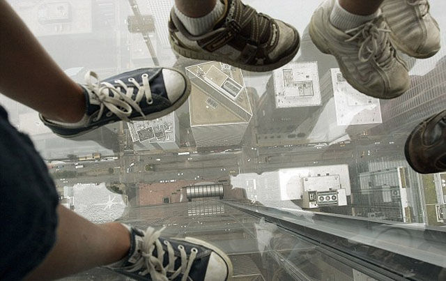 a_glass_viewing_platform_is_scary_enough_without_this_happening_640_08