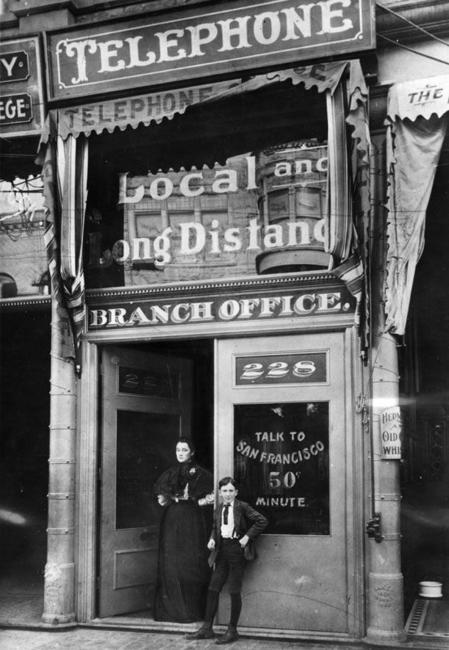 Primeiro telefone público de Los Angeles, California, 1899