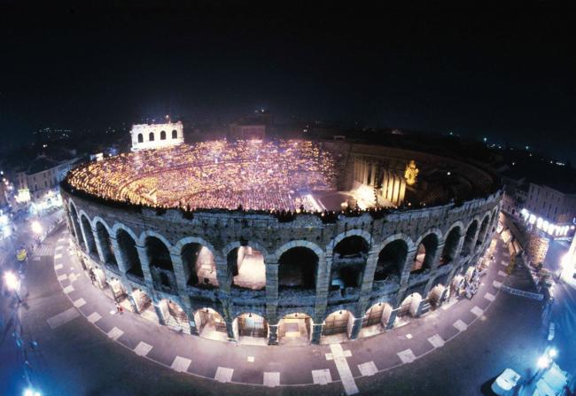 Anfiteatro romano de 2000 anos de idade ainda em uso