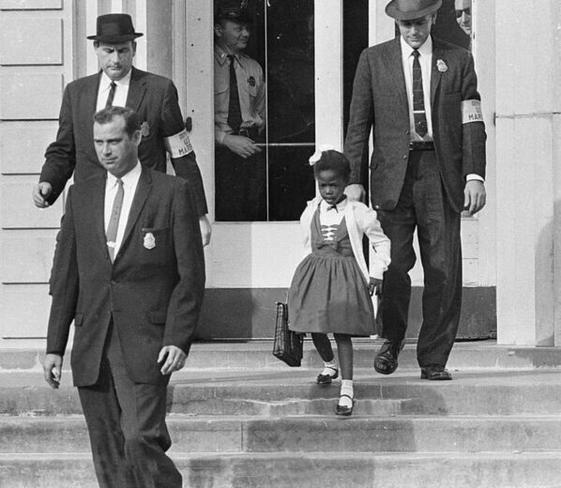 Ruby Bridges, a primeira afro-americana a estudar numa escola frequentada por brancos, em 1960.