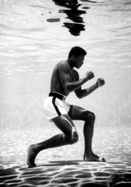 Muhammad Ali treinando embaixo d'água, em Miami, 1961.