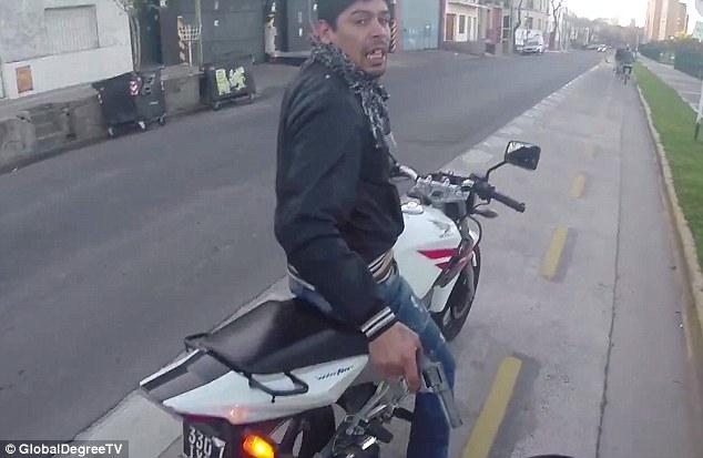 ladrao_bicicleta_arma