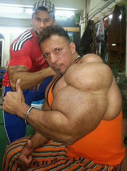 this_guy_has_the_most_gigantic_arm_muscles_ever_640_20