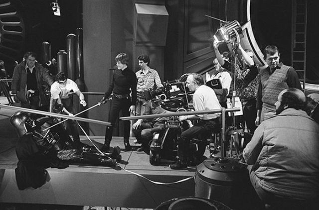 old_set_and_cast_photos_of_the_hit_star_wars_film_return_of_the_jedi_640_05