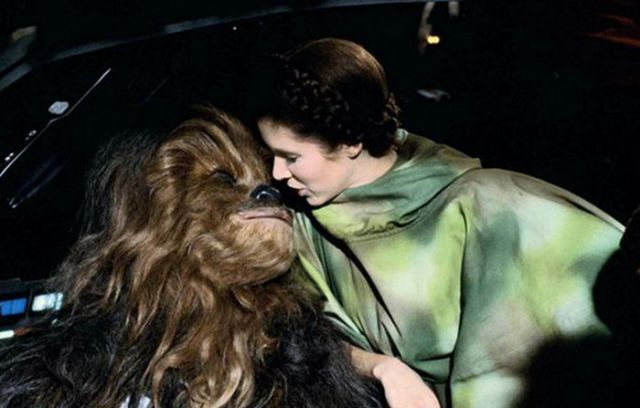 old_set_and_cast_photos_of_the_hit_star_wars_film_return_of_the_jedi_640_10