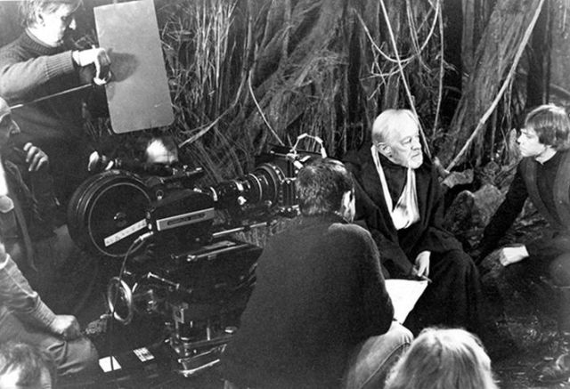 old_set_and_cast_photos_of_the_hit_star_wars_film_return_of_the_jedi_640_12