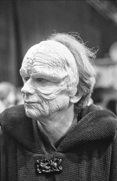 old_set_and_cast_photos_of_the_hit_star_wars_film_return_of_the_jedi_640_14