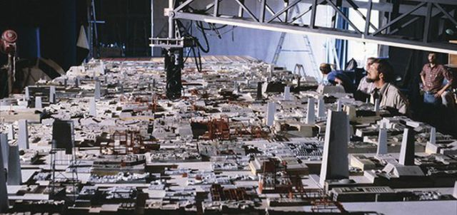 old_set_and_cast_photos_of_the_hit_star_wars_film_return_of_the_jedi_640_18