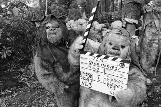 old_set_and_cast_photos_of_the_hit_star_wars_film_return_of_the_jedi_640_19