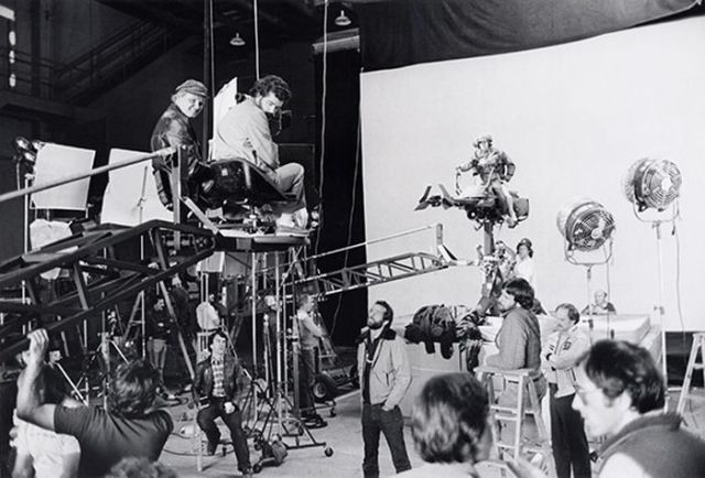 old_set_and_cast_photos_of_the_hit_star_wars_film_return_of_the_jedi_640_25