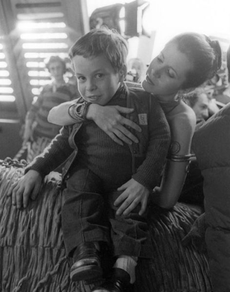 old_set_and_cast_photos_of_the_hit_star_wars_film_return_of_the_jedi_640_26