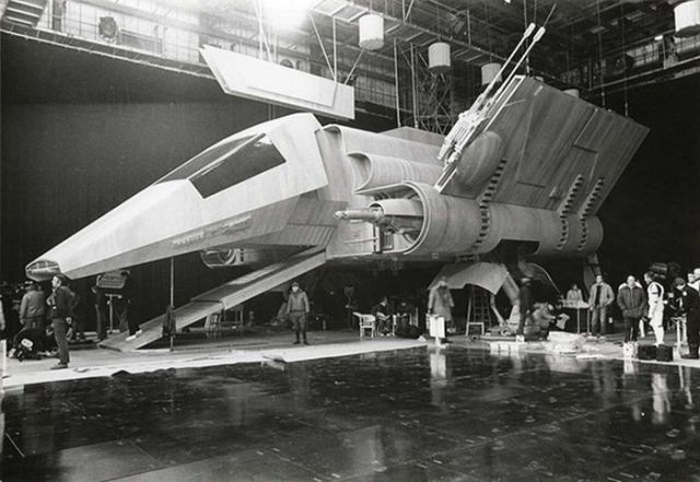 old_set_and_cast_photos_of_the_hit_star_wars_film_return_of_the_jedi_640_28