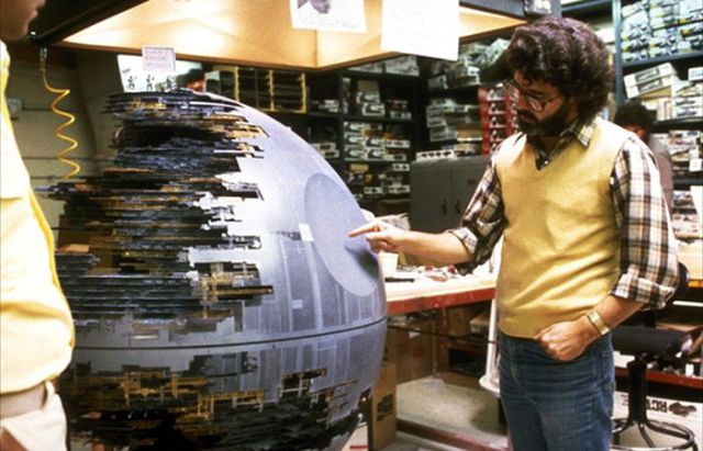 old_set_and_cast_photos_of_the_hit_star_wars_film_return_of_the_jedi_640_34