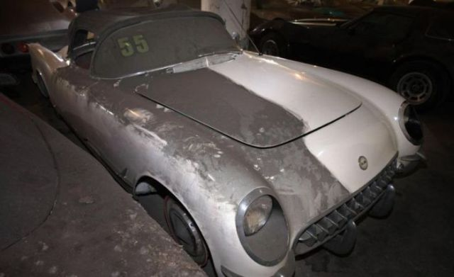 an_old_collection_of_neglected_corvettes_640_06