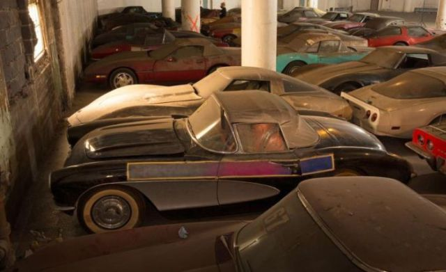 an_old_collection_of_neglected_corvettes_640_09