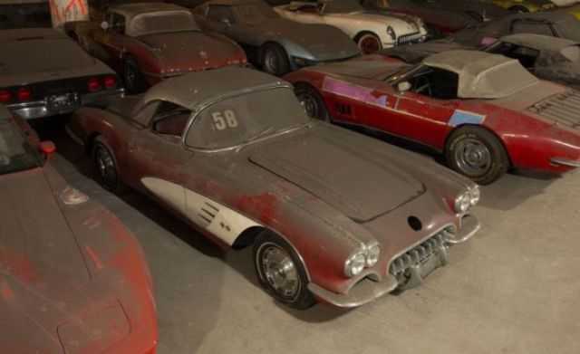 an_old_collection_of_neglected_corvettes_640_10