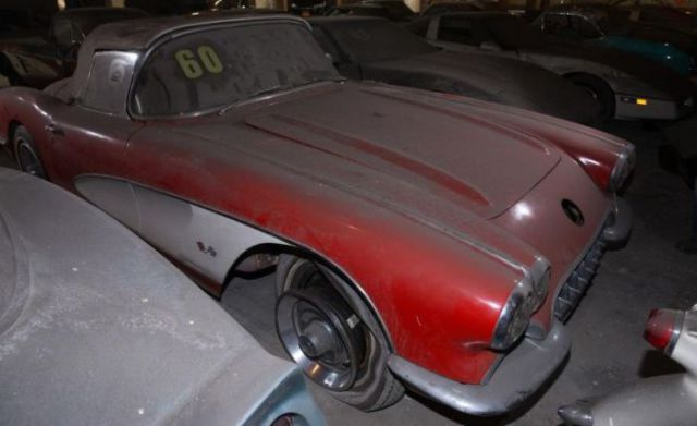 an_old_collection_of_neglected_corvettes_640_12