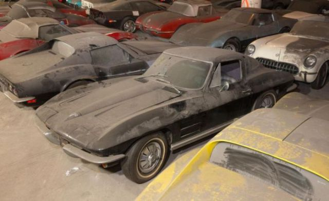 an_old_collection_of_neglected_corvettes_640_16