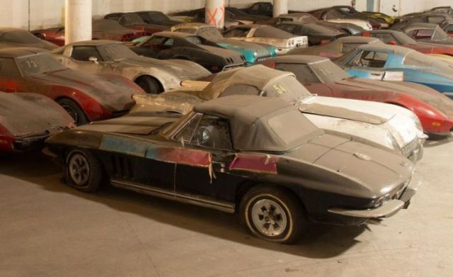 an_old_collection_of_neglected_corvettes_640_17