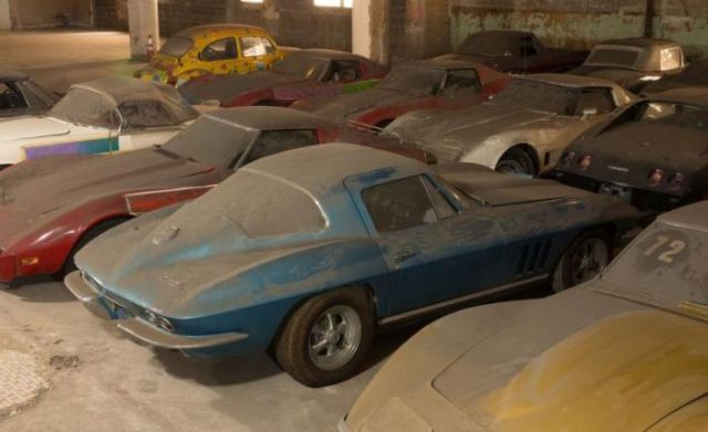 an_old_collection_of_neglected_corvettes_640_18