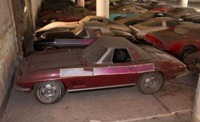 an_old_collection_of_neglected_corvettes_640_19