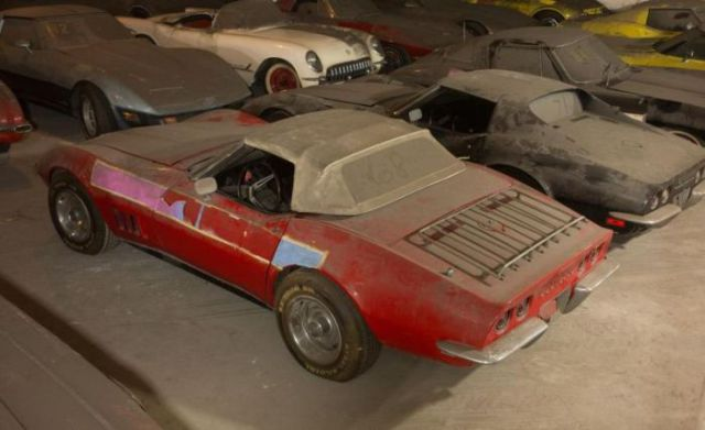 an_old_collection_of_neglected_corvettes_640_20