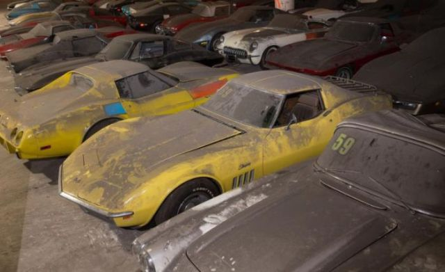 an_old_collection_of_neglected_corvettes_640_21