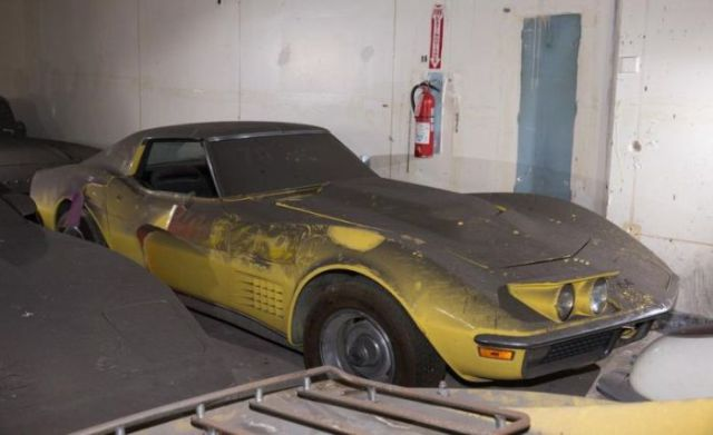 an_old_collection_of_neglected_corvettes_640_22