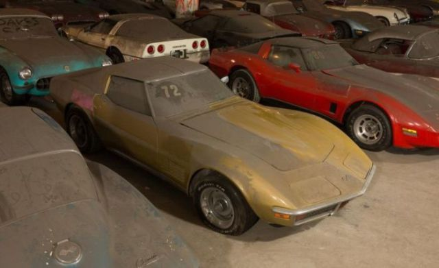 an_old_collection_of_neglected_corvettes_640_25