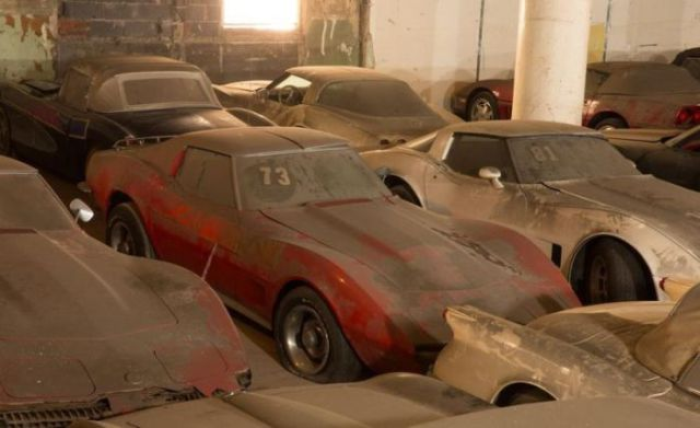an_old_collection_of_neglected_corvettes_640_26