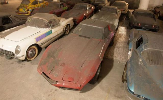 an_old_collection_of_neglected_corvettes_640_27