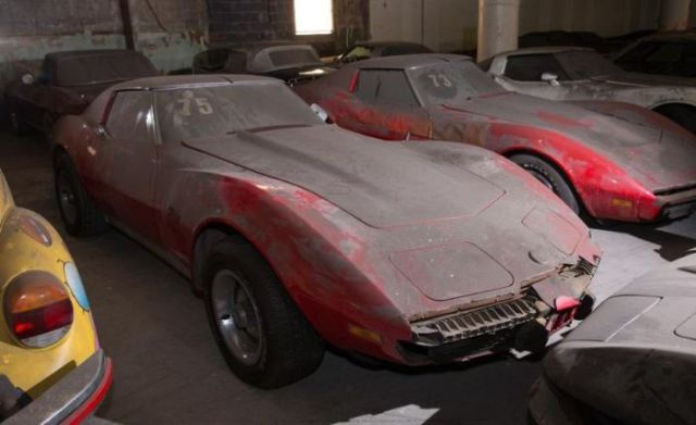 an_old_collection_of_neglected_corvettes_640_28
