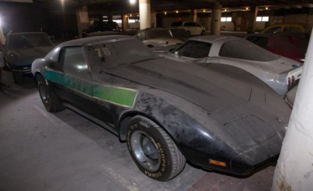 an_old_collection_of_neglected_corvettes_640_29
