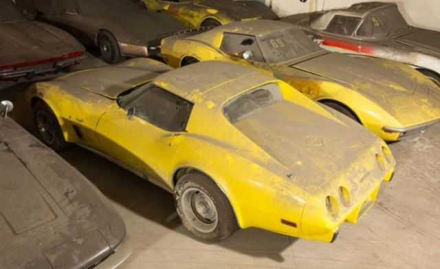 an_old_collection_of_neglected_corvettes_640_31