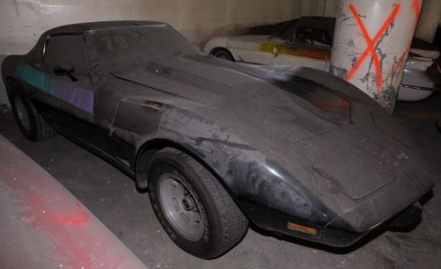 an_old_collection_of_neglected_corvettes_640_33