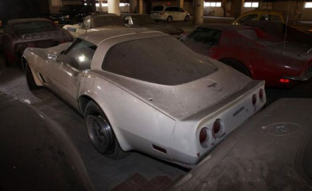 an_old_collection_of_neglected_corvettes_640_37