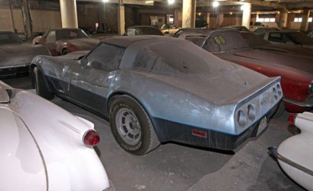an_old_collection_of_neglected_corvettes_640_38