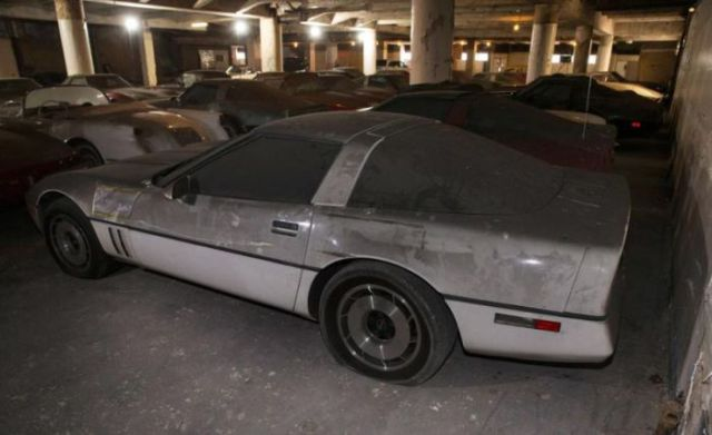 an_old_collection_of_neglected_corvettes_640_39