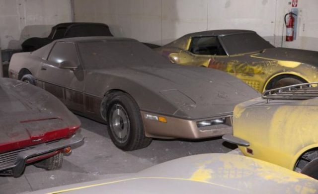 an_old_collection_of_neglected_corvettes_640_40