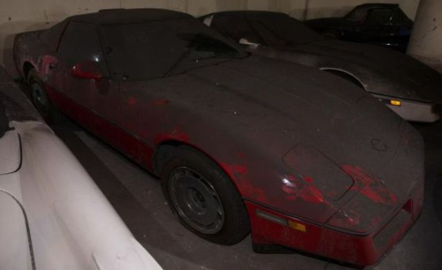 an_old_collection_of_neglected_corvettes_640_42