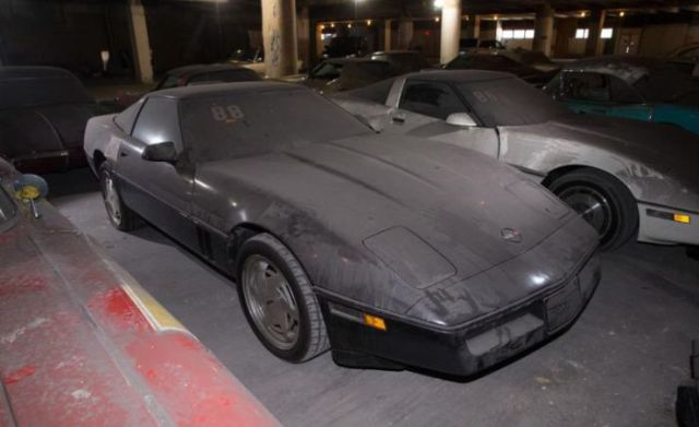 an_old_collection_of_neglected_corvettes_640_43