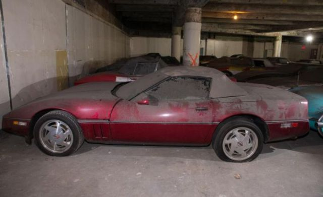 an_old_collection_of_neglected_corvettes_640_44