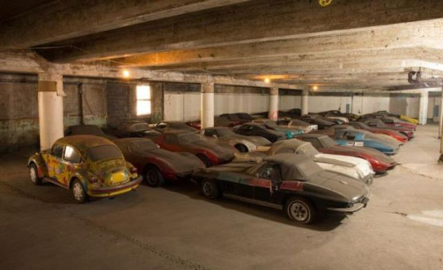 an_old_collection_of_neglected_corvettes_640_45