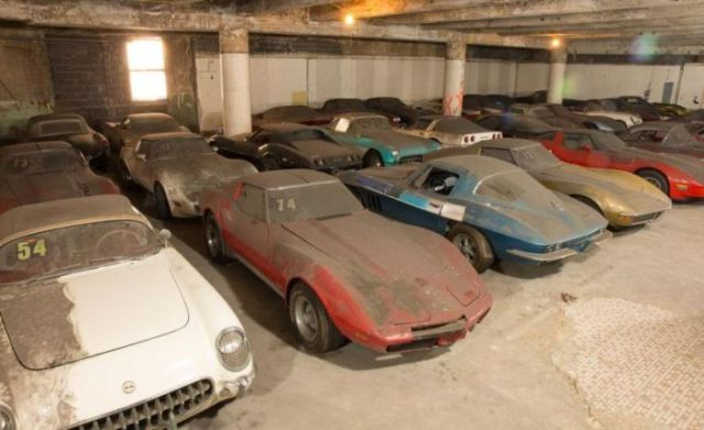 an_old_collection_of_neglected_corvettes_640_46