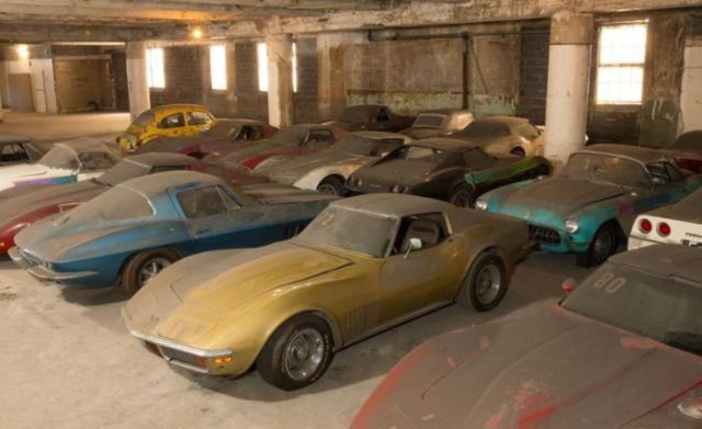 an_old_collection_of_neglected_corvettes_640_47