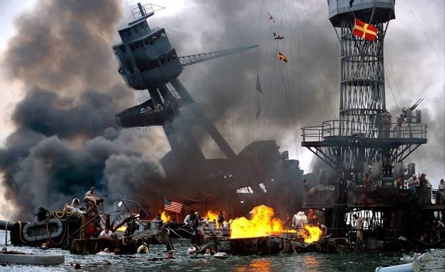 E aqui, uma foto colorizada do ataque a Pearl Harbor