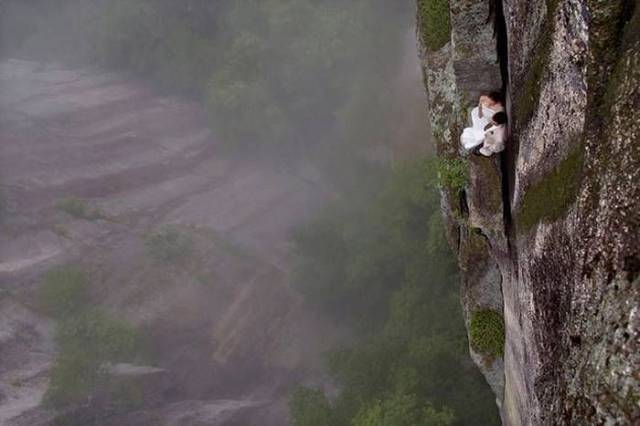 professional_mountain_guide_takes_daredevils_up_mountains_to_do_something_out_of_the_ordinary_640_07