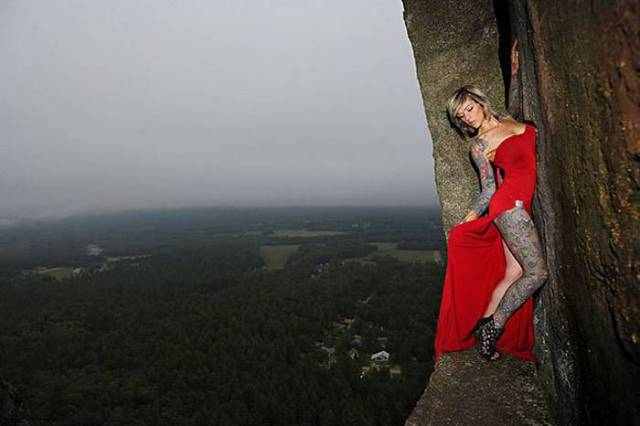 professional_mountain_guide_takes_daredevils_up_mountains_to_do_something_out_of_the_ordinary_640_13