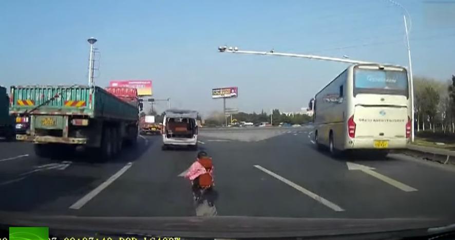 crianca_caindo